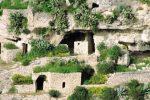 """L'appello del Pd di Scicli: """"Riaprire ai turisti le grotte di Chiafura"""""""