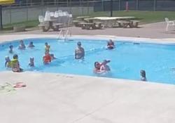 La scena ripresa in una piscina negli Usa