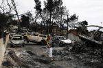 Inferno sulle vacanze in Grecia, gli incendi fanno strage