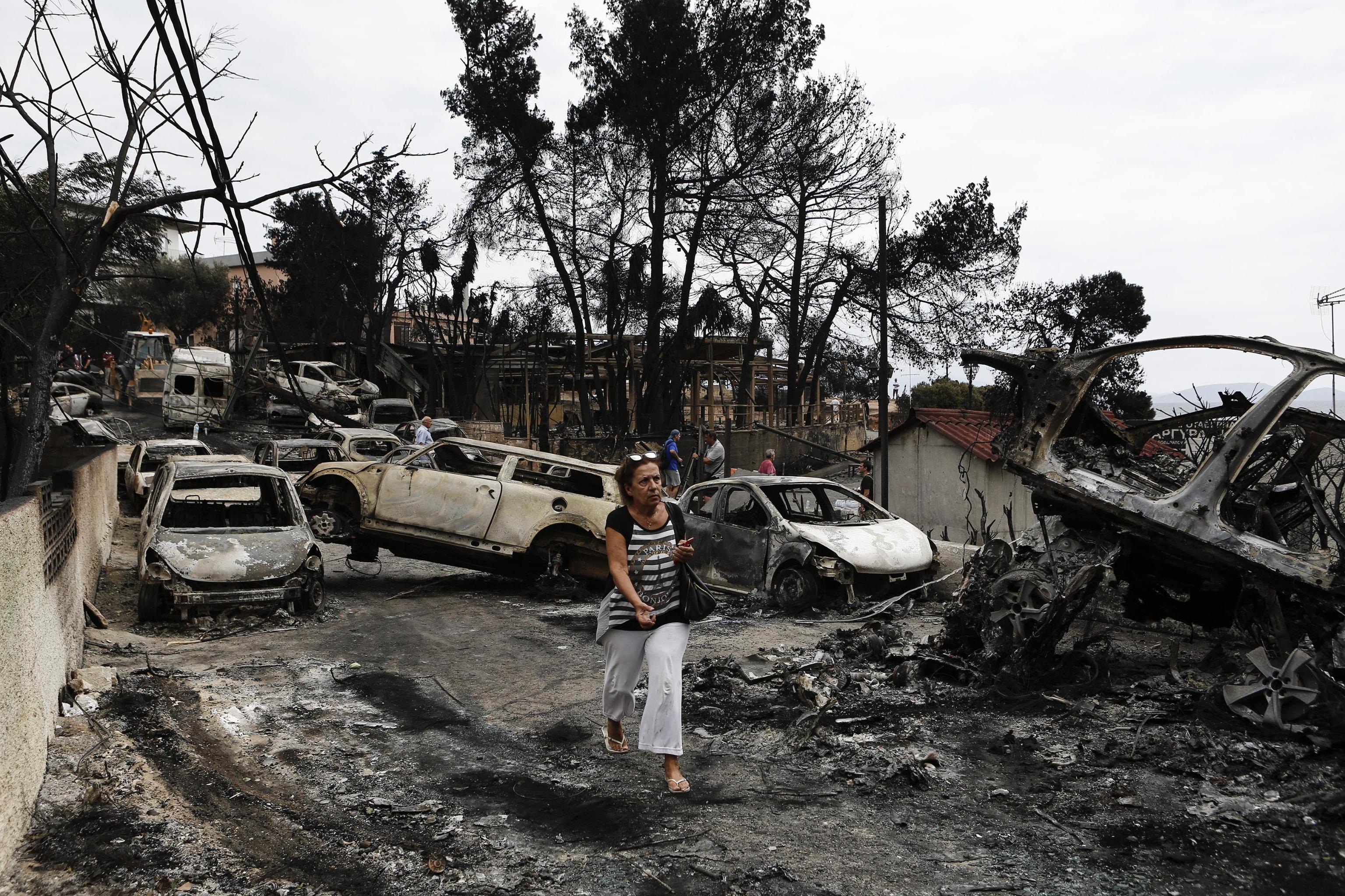 La Grecia chiede aiuto all'Europa per domare i roghi che sfiorano Atene