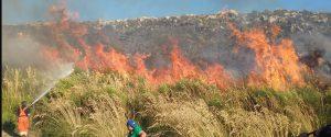 Incendio a Pioppo, ore di paura: fiamme vicino alle case