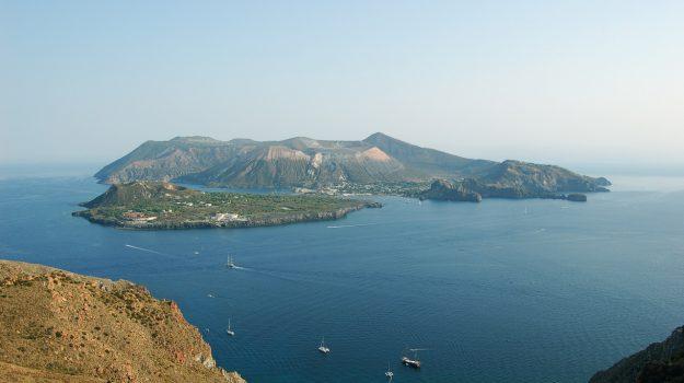 Dissalatori Vulcano Lipari, Isole Eolie, regione sicilia, Sicilia, Politica