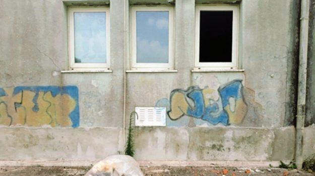 vandali istituto costa augusta, Siracusa, Cronaca