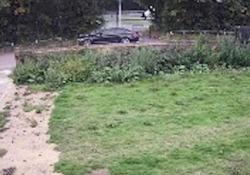 La scena (terribile) a Watford, in Inghilterra. Il ragazzo autore del gesto è stato condannato a 13 anni di carcere