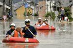 Il maltempo flagella il Giappone: decine di morti, esodo senza precedenti