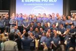 Amministratori e politici che hanno aderito all'iniziativa delle magliette blu di Fratelli d'Italia