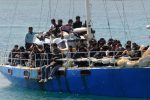 Migranti pakistani su una barca a vela a Noto: arrestati due presunti scafisti