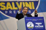 Lega, raduno a Pontida: bagno di folla per Salvini. Sul palco Musumeci: Nord senza Sud non va da nessuna parte