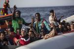 Migranti, barca con dei tunisini senza benzina al largo di Lampedusa
