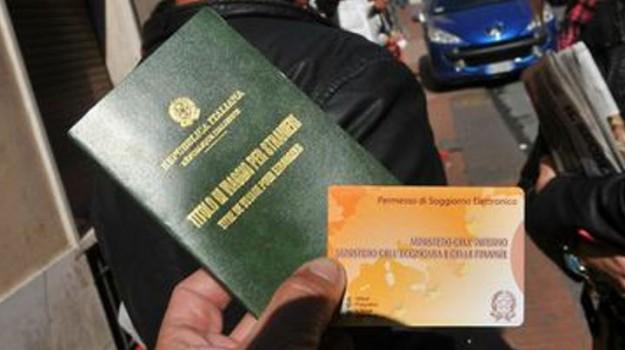 Documenti falsi per ottenere il permesso di soggiorno, tre denunce a ...