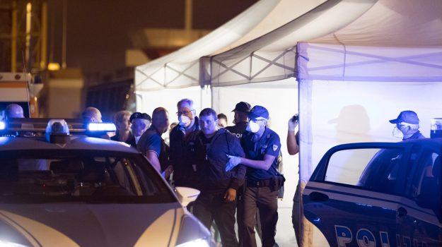 """Il doppio sbarco di migranti a Pozzallo: """"Quattro somali gettati in mare"""". Una decina gli indagati"""