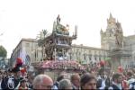 Il Festino di Palermo, migliaia di fedeli alla processione per Santa Rosalia: le immagini