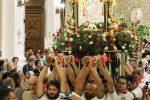 Fedeli in processione (foto Arrigo)