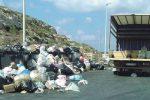 Lampedusa, operatori ecologici senza soldi: scatta lo sciopero, cassonetti stracolmi