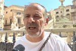 """Palermo, gli demoliscono la casa e si incatena: """"Come faccio a pagare 90 mila euro?"""""""