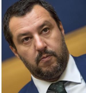 Matteo Salvini (d) e Roberto Saviano