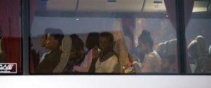 Le donne e i bambini, a bordo delle navi Gdf e Frontex, sbarcati per prima a Pozzallo