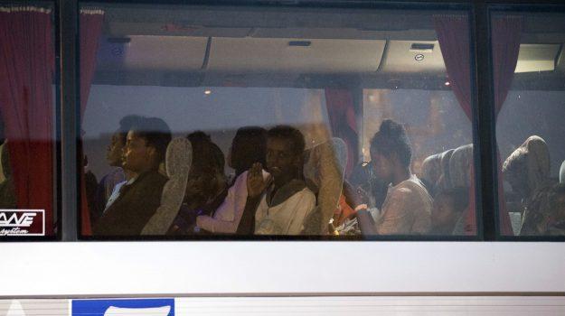 migranti pozzallo, sbarco migranti pozzallo, Ragusa, Cronaca