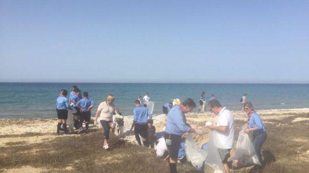 Menfi pulizia spiagge Menfi, Agrigento, Cronaca