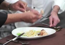 Sorbetto basilico, datterino e scaglie di cioccolato con pasta fritta
