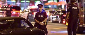 Il luogo della sparatoria a Toronto, nel quartiere periferico di Greektown