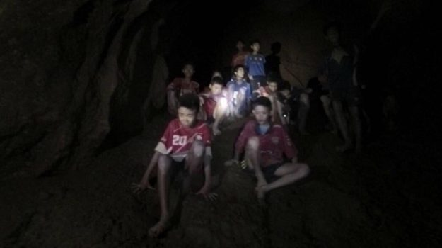 intrappolati grotta thailandia, Sicilia, Mondo