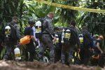 Ragazzi intrappolati in una grotta in Thailandia, soccorritore muore per mancanza di ossigeno