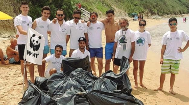 pulizia spiaggia licata, Agrigento, Cronaca