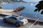 Una tavola da surf milionaria tra gli accessori estivi delle Rolls esposte a Cannes e Marbella
