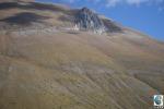Due 'scalini' prodotti sul versante occidentale del monte Vettore dal terremoto del 30 ottobre 2016. Uno è più in quota, lungo il piano di faglia principale, e l'altro più in basso lungo una faglia minore (fonte: INGV)