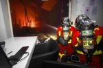 I pompieri hanno impiegato diverse ore per domare l'incendio nella concessionaria Tesla di Gennevilliers