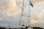 Mari del Sud in mostra su un catamarano