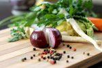 Asparago, rucola e cipolla rossa: il potere afrodisiaco a tavola passa anche dagli ortaggi