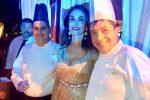 La festa della Cucinotta, l'attrice spegne 50 candeline su una cassata preparata da Fiasconaro