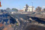 Tir in fiamme ed esplosioni, inferno in autostrada a Bologna: crolla un ponte, un morto e 68 feriti