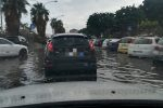 Piove a Palermo, strade come fiumi: le foto dal Foro Italico e via Emilia