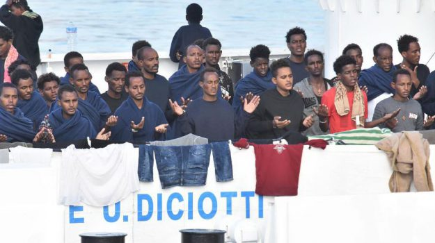 caso nave diciotti, diciotti, migranti, Matteo Salvini, Sicilia, Politica