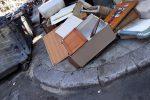 Rifiuti ingombranti in via Paolo Emiliano Giudici a Palermo: le foto di un lettore