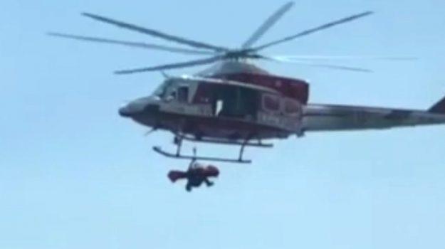 Incidente ai faraglioni di Aci Trezza, le fasi del salvataggio con l'elicottero