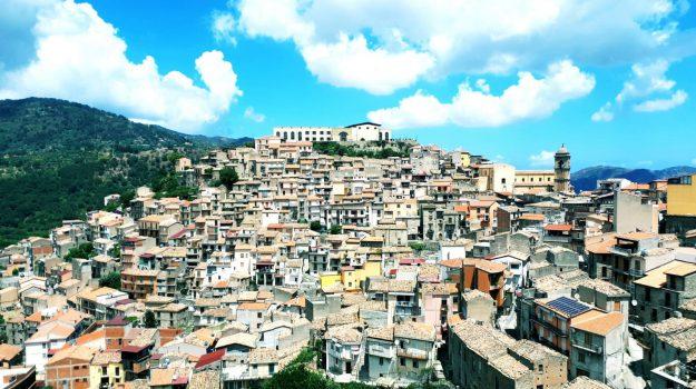 case a un euro san piero patti, Messina, Economia