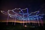 Coreografie notturne di gruppi di droni in volo (fonte Zsolt Bézsenyi)