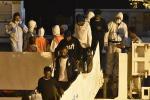 Migranti, 90 tunisini sbarcati a Lampedusa trasferiti nell'hotspot di Pozzallo