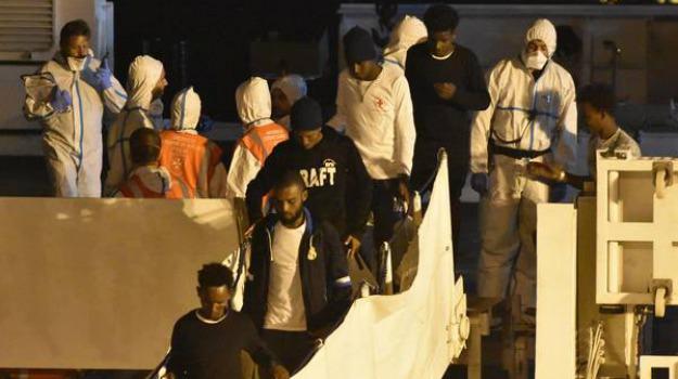 hotspot pozzallo, sbarco migranti, Ragusa, Cronaca