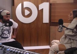 Ariana Grande scoppia a piangere, in radio, mentre ricorda l'attentato di Manchester
