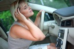Un articolo del CdS vieta di tenere il motre acceso per far funzionare il climatizzatore se l'auto è in sosta