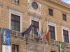 Le bandiere a mezz'asta a Palermo in segno di lutto per le vittime del crollo di Genova