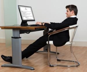 Ricercatori, muoversi di più e stare meno seduti è una regola che vale per tutti