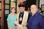 Luciano e Francesca Saladino con don Rino Randazzo
