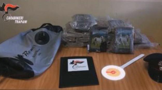 Pantelleria, trovati 24 chili di cocaina sugli scogli