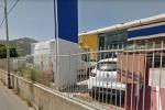 Fiamme in una concessionaria a Palermo, incendiate due auto: indagini in corso